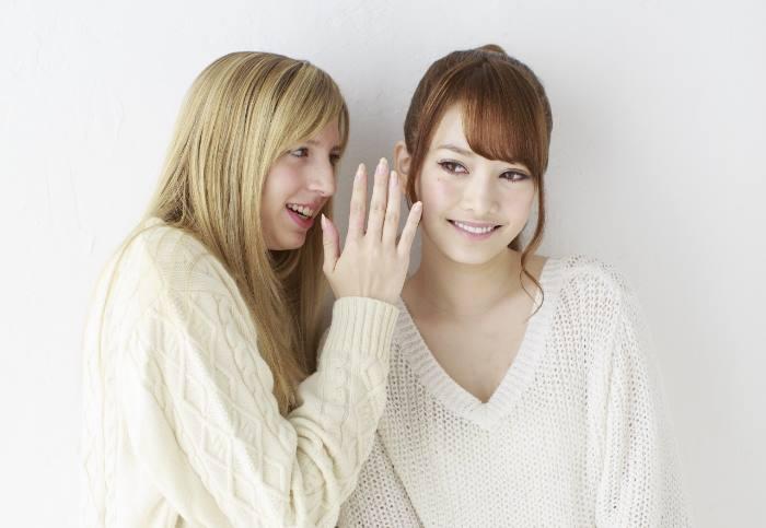白人の女性と日本人女性