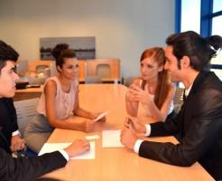 外国人の会議