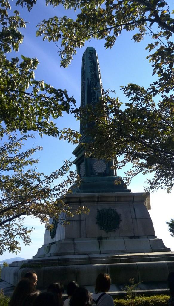 多景島にある誓いの御柱