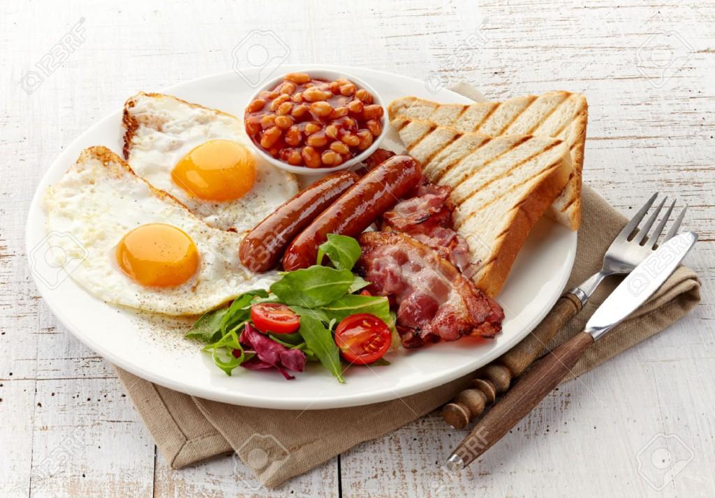 目玉焼きを使ったイギリスの朝食