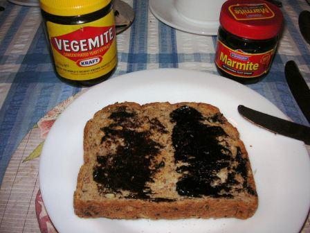 マーマイトと食パン