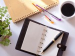 手帳とペンとコーヒー